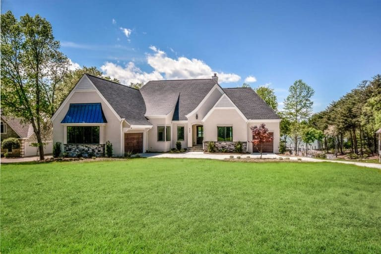 Traditional custom home on Lake Norman